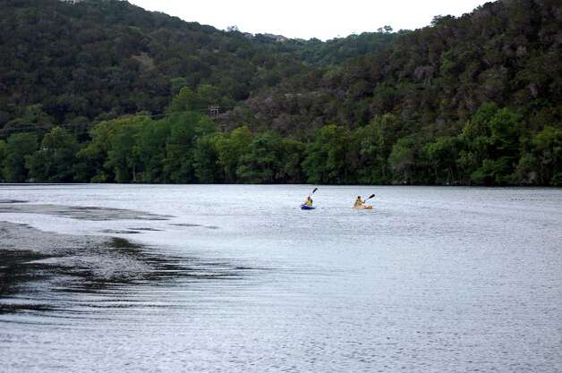 Guests paddle on Lake Austin. Photo: Melissa Ward Aguilar