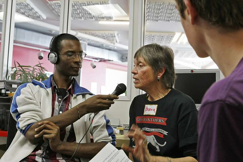 Derrell Thompkins-Michael interviews Patricia Jackson for outLoud Radio. Photo: Rashad Sisemore, The Chronicle