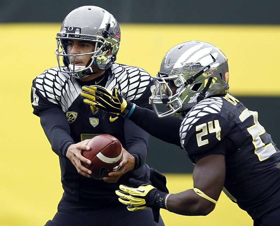 Quarterback Marcus Mariota (left) and running back Kenjon Barner are just two of the many potent options on Oregon's offense. Photo: Don Ryan, Associated Press