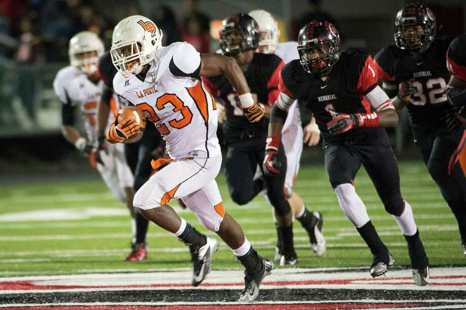 La Porte 37, Port Arthur Memorial 33La Porte running back Johnathan Lewis (23) breaks away from the Port Arthur Memorial defense on a 66-yard touchdown run during the second quarter of a high school football game at Memorial Stadium, Friday, Nov. 9, 2012, in Port Arthur. Photo: Smiley N. Pool, Houston Chronicle / © 2012  Houston Chronicle