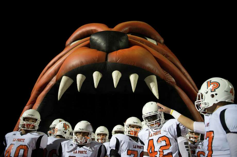 La Porte players prepare to take the field to face Port Arthur Memorial in a high school football game at Memorial Stadium, Friday, Nov. 9, 2012, in Port Arthur. Photo: Smiley N. Pool, Houston Chronicle / © 2012  Houston Chronicle