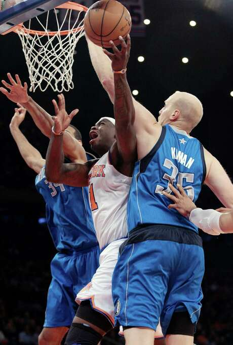 New York forward Ronnie Brewer splits two Dallas defenders for a layup in the Knicks 104-94 victory. Photo: Frank Franklin II, STF / AP