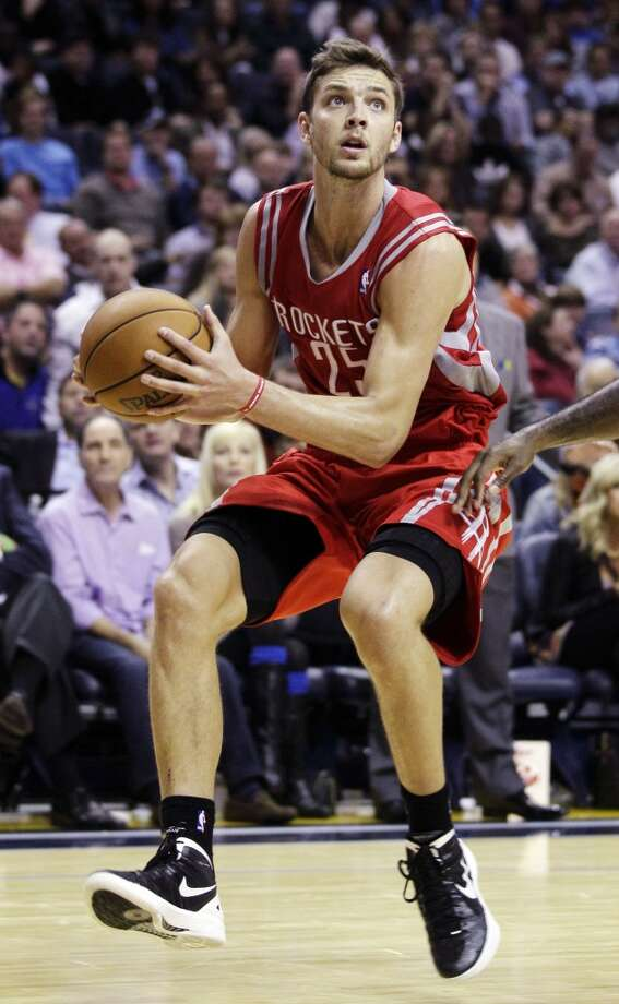Rockets forward Chandler Parsons has his eyes fixated on the basket. (Daniel Johnston / Associated Press)