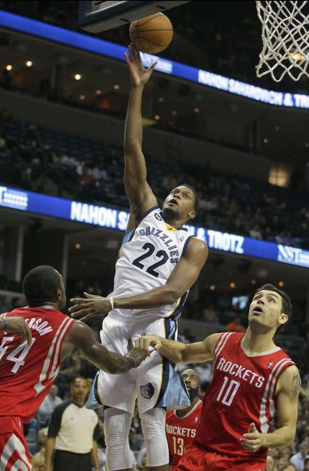 Grizzlies forward Rudy Gay attempts a close shot. (Daniel Johnston / Associated Press)