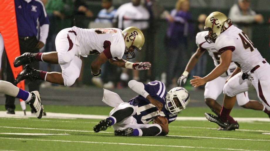 Dayton quarterback Markain Chambers, (10), is brought down by Summer Creek defensive lineman Jayvion Hines (left) during the Bulldogs 45-7 win over Dayton at Bronco Stadium. Photo: Eric Christian Smith, Freelance