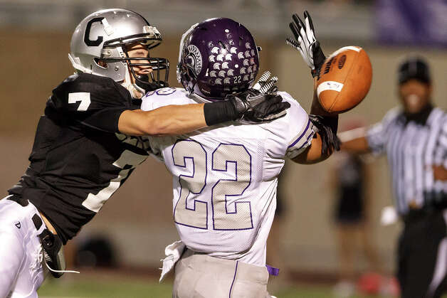 Clark's Cristian Arellano (left) and Warren's Ryan Moraniec fight for a ball during the fourth quarter of their game at Farris Stadium on Nov. 9, 2012.  Clark claimed a spot in the playoffs with a 27-26 overtime victory over the Warriors.  MARVIN PFEIFFER/ mpfeiffer@express-news.net Photo: MARVIN PFEIFFER, Express-News / Express-News 2012
