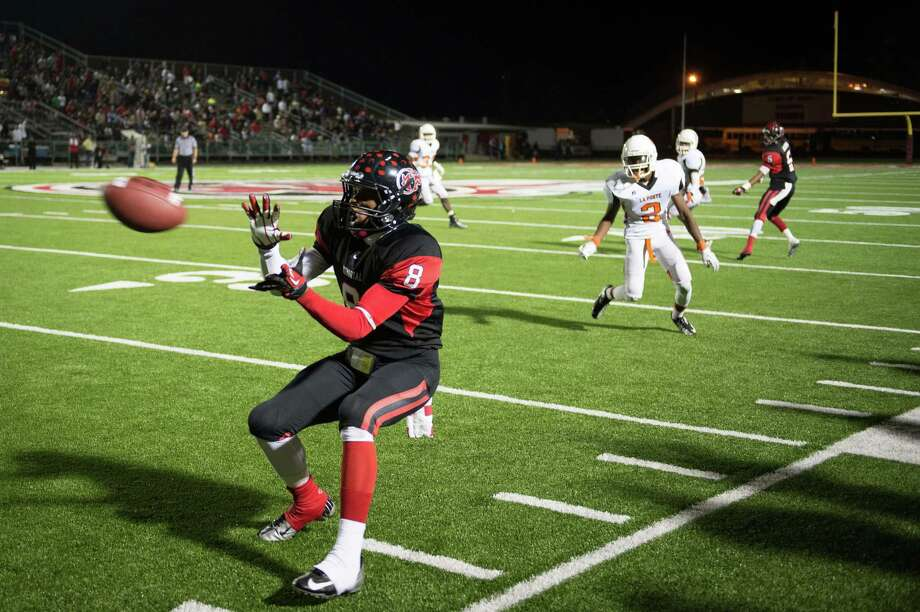 Port Arthur Memorial wide receiver John Leday (8) makes a catch along the sidelines during the second half of a high school football game against La Porte at Memorial Stadium, Friday, Nov. 9, 2012, in Port Arthur. Photo: Smiley N. Pool, Houston Chronicle / © 2012  Houston Chronicle