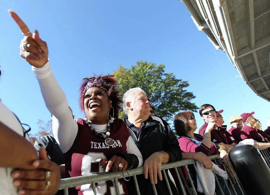 Texas A&M mom, Rochelle Luttrall, of Round Rock, screams as she spots her son, Texas A&M tight end Nehemiah Hicks (81) on the bus before the start of a college football game at Bryant-Denny Stadium, Saturday, Nov. 10, 2012, in Tuscaloosa. Photo: Karen Warren, Houston Chronicle / © 2012  Houston Chronicle
