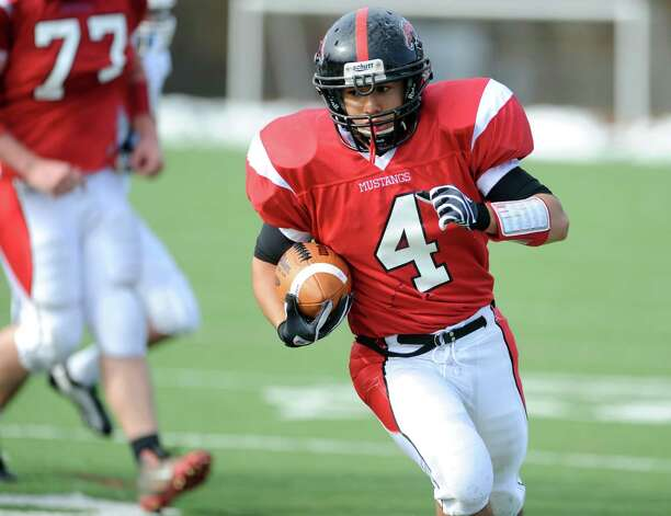 Fairfield Warde's  Dawud Mohamed carries the ball on his way to a touchdown during game action against Staples Saturday, Nov. 10, 2012 at Fairfield Warde High School. Photo: Autumn Driscoll / Connecticut Post