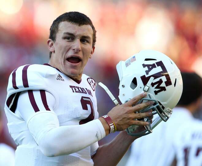 TUSCALOOSA, AL - NOVEMBER 10:  Quarterback Johnny Manziel #2 of the Texas A&M Aggies celebrates a