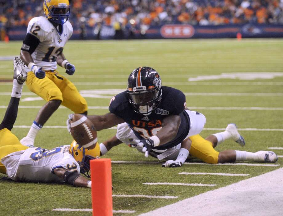 UTSA 31  - McNeese State 24:Evans Okotcha of UtSA scores a first-half touchdown against McNeese State during college football action in the Alamodome on Saturday, Nov. 10, 2012. (Billy Calzada / San Antonio Express-News)
