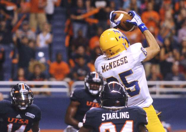 Wes Briscoe of McNeese State catches a first-half touchdown pass against UTSA during college football action in the Alamodome on Saturday, Nov. 10, 2012. (Billy Calzada / San Antonio Express-News)