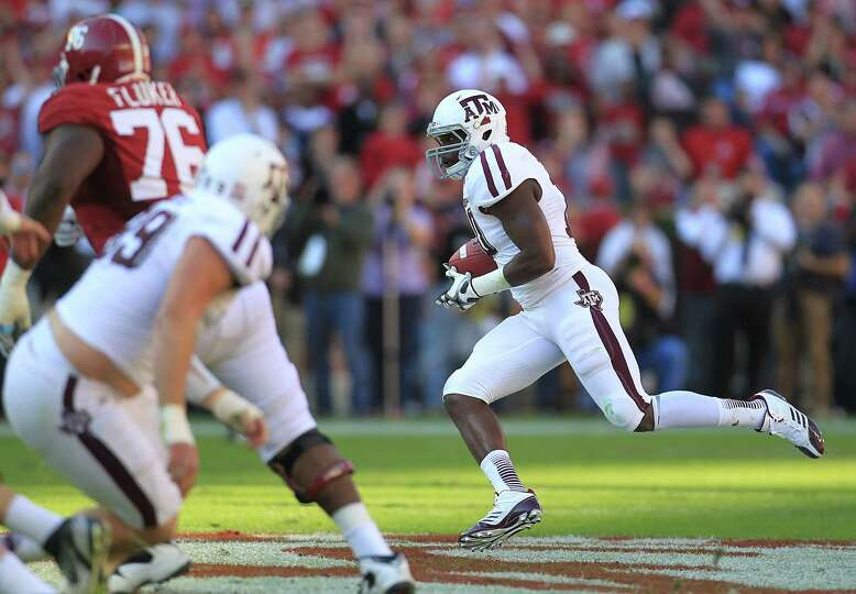 Texas A&M linebacker Sean Porter (10) runs the interception on a pass intended for Alabama wide rece