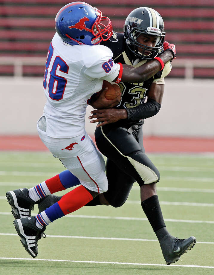 Jefferson's Maurice Hudspeth tackles Edison's Andre Richardson during first half action of the Tommy Bowl Saturday Nov. 10, 2012 at Alamo Stadium. Photo: Edward A. Ornelas, Express-News / © 2012 San Antonio Express-News