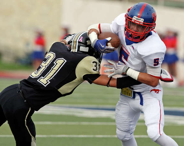 Jefferson's Mark Mangel looks for room around Edison's Gabrial Jaramillo during first half action of the Tommy Bowl Saturday Nov. 10, 2012 at Alamo Stadium. Photo: Edward A. Ornelas, Express-News / © 2012 San Antonio Express-News