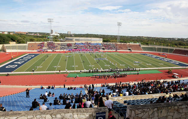 A view of the Tommy Bowl with Edison and Jefferson Saturday Nov. 10, 2012 at Alamo Stadium. Alamo Stadium is scheduled to be renovated in December.  Jefferson won 30-13. Photo: Edward A. Ornelas, Express-News / © 2012 San Antonio Express-News