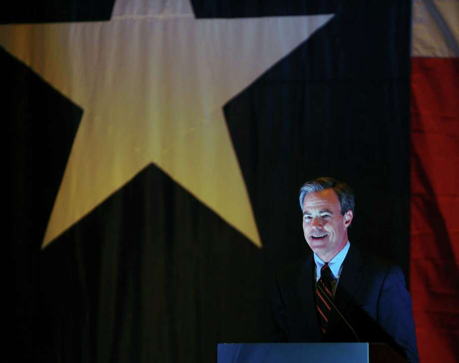 Texas speaker of the house Joe Straus speaks during a luncheon for the Great SA Chamber of Commerce at the Grand Hyatt on Thursday, Nov. 8, 2012. Photo: Billy Calzada, Staff / © 2012 San Antonio Express-News