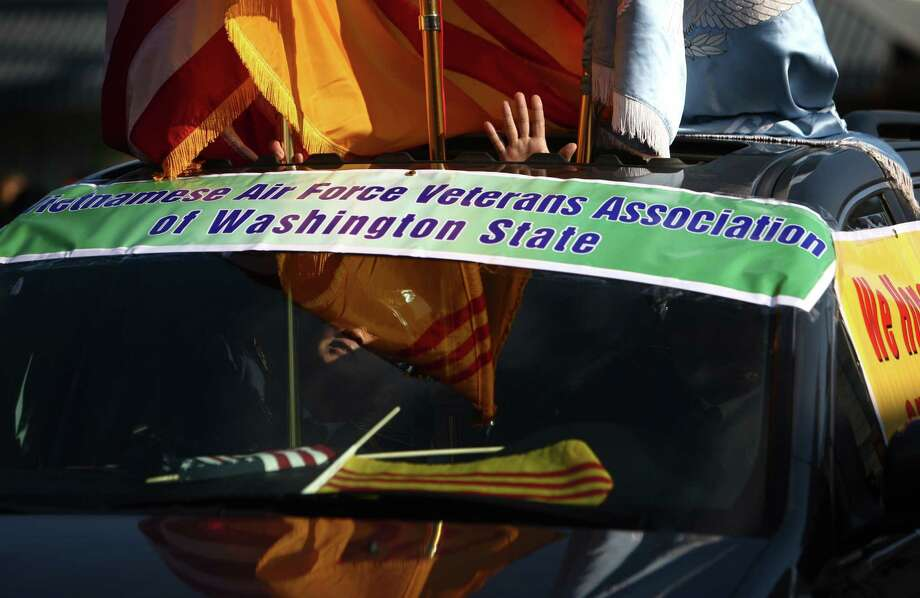 Participants wave from their car during the Auburn Veterans Day Parade. Photo: JOSHUA TRUJILLO / SEATTLEPI.COM