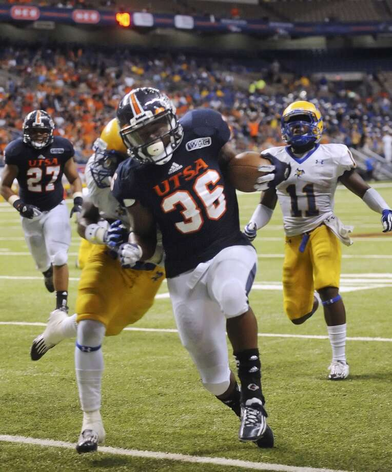 UTSA running back Evans Okotcha (36) scores against McNeese State during third-quarter action in the Alamodome on Saturday, Nov. 10, 2012. (San Antonio Express-News)