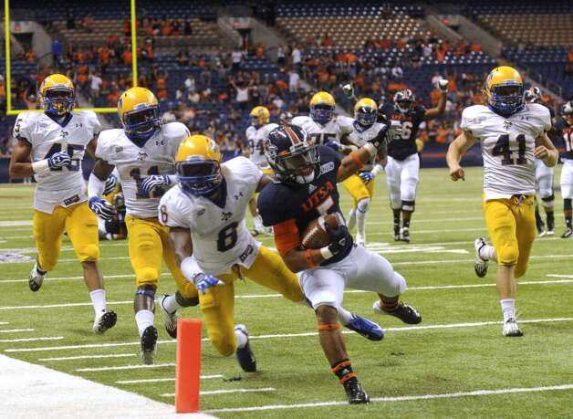 UTSA running back Brandon Armstrong scores during fourth-quarter action against McNeese State during college football action in the Alamodome on Saturday, Nov. 10, 2012. (San Antonio Express-News)