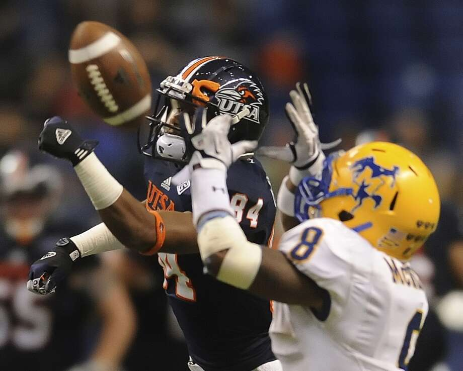 UTSA receiver Brandon Freeman (84) and McNeese defender Seth Thomas (8) fight for a passed ball during college football action in the Alamodome on Saturday, Nov. 10, 2012. (San Antonio Express-News)