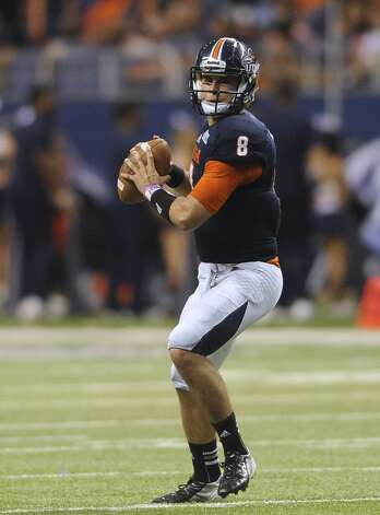 UTSA quarterback Eric Soza looks for a receiver against McNeese State in the Alamodome on Saturday, Nov. 10, 2012. (San Antonio Express-News)