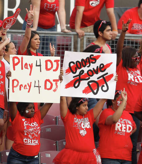 UH students show their support for Cougars cornerback D.J. Hayden, who was hospitalized on Tuesday after a collision in practice. Photo: Eric Christian Smith, Freelance