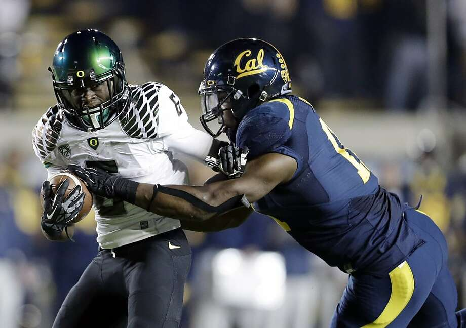 Oregon running back De'Anthony Thomas, left, is brought down by California linebacker Nick Forbes (11) during the second half of an NCAA college football game in Berkeley, Calif., Saturday, Nov. 10, 2012. (AP Photo/Marcio Jose Sanchez) Photo: Marcio Jose Sanchez, Associated Press
