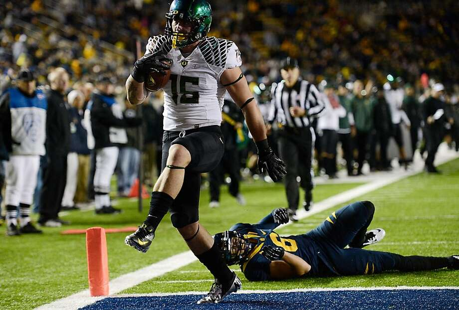 BERKELEY, CA - NOVEMBER 10:  Colt Lyeria #15 of the Oregon Ducks runs out of the tackle of Alex Logan #6 of the California Golden Bears and into the endzone for a fourteen-yard touchdown play in the fourth quarter of an NCAA College football game at California Memorial Stadium on November 10, 2012 in Berkeley, California.  (Photo by Thearon W. Henderson/Getty Images) Photo: Thearon W. Henderson, Getty Images