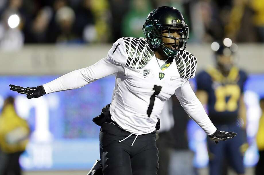 Oregon wide receiver Josh Huff (1) celebrates after his 35-yard toucdown catch against California during the second half of an NCAA college football game in Berkeley, Calif., Saturday, Nov. 10, 2012. (AP Photo/Marcio Jose Sanchez) Photo: Marcio Jose Sanchez, Associated Press