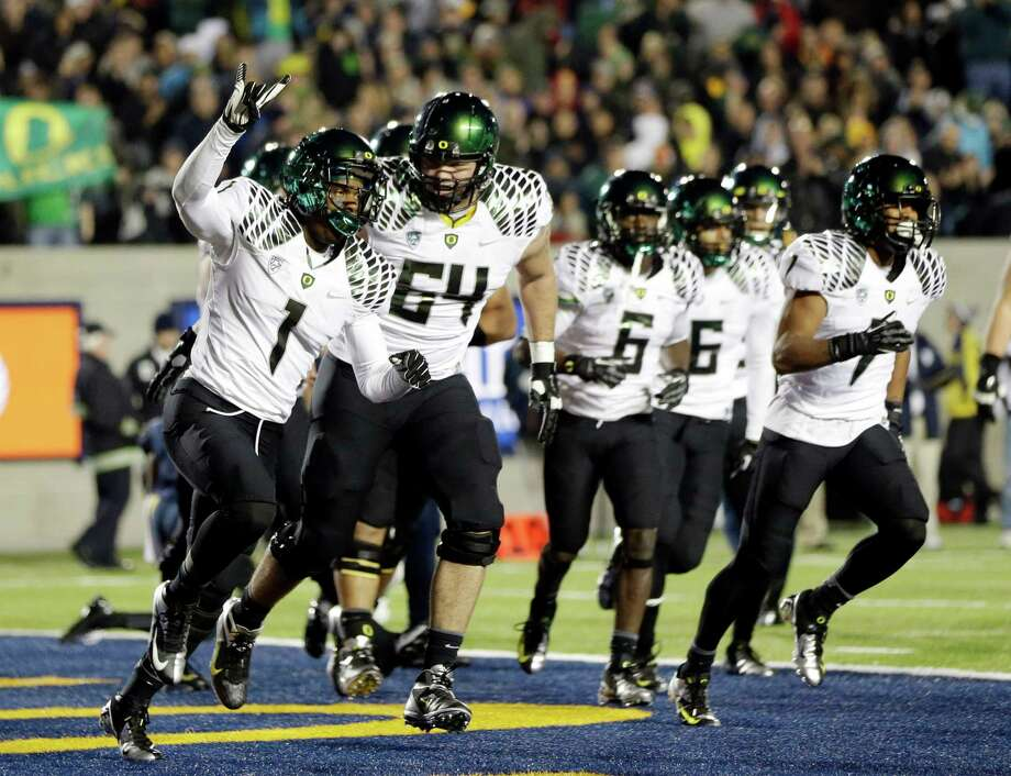 Oregon wide receiver Josh Huff (1) celebrates with teammates after his 10-yard touchdown reception against California  during the first half of an NCAA college football game in Berkeley, Calif., Saturday, Nov. 10, 2012. (AP Photo/Marcio Jose Sanchez) Photo: Marcio Jose Sanchez, STF / AP