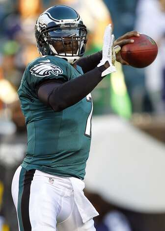 Quarterback Michael Vick #7 of the Philadelphia Eagles makes a pass during warm ups before the start of their game against the Dallas Cowboys at Lincoln Financial Field on November 11, 2012 in Philadelphia, Pennsylvania. (Photo by Rich Schultz /Getty Images) (Getty Images)