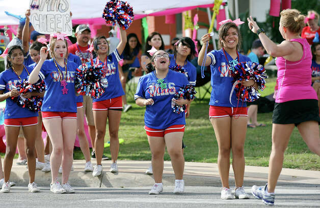 Memorial high school cheerleaders yell for marathon runners during the Rock 'n' Roll San Antonio Marathon and 1/2 Marathon Sunday Nov. 11, 2012. Photo: Edward A. Ornelas, San Antonio Express-News / © 2012 San Antonio Express-News