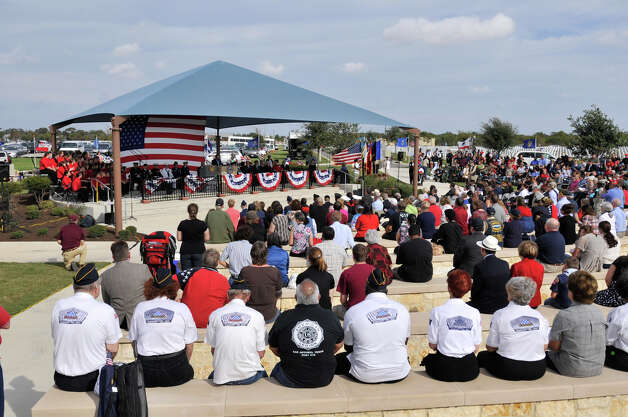 A large crowd gathered at the Fort Sam Houston National Cemetery for a Veterans Day Ceremony Sunday morning. Photo: Robin Jerstad/For The Express-Ne