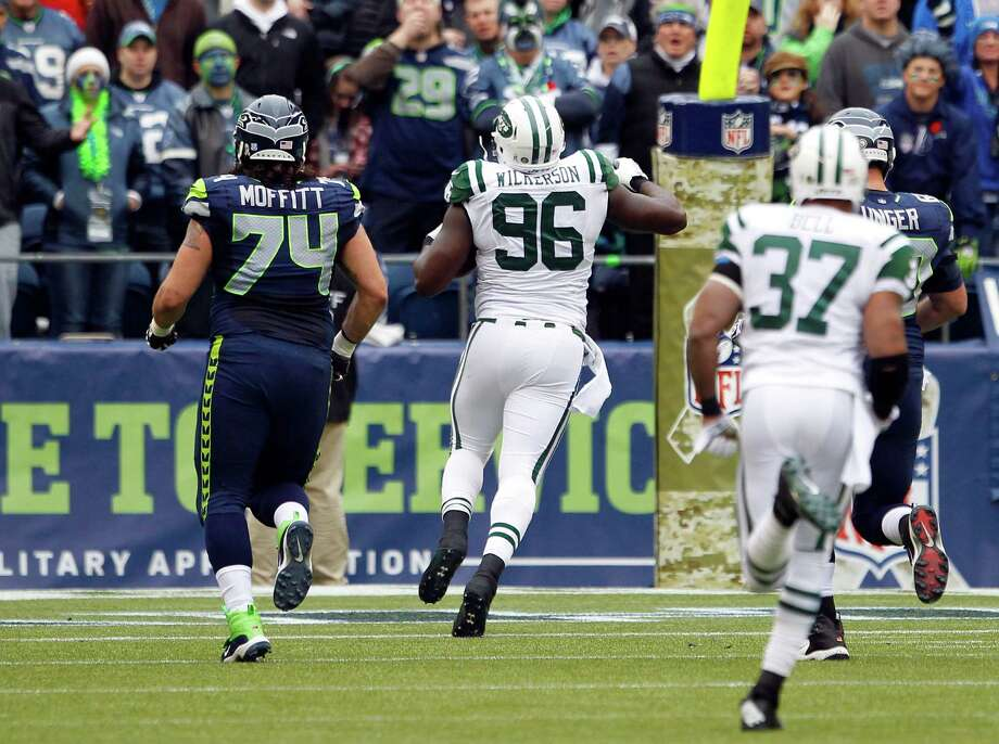 New York Jets' Muhammad Wilkerson (96) runs for a touchdown after recovering a fumble as Seattle Seahawks' John Moffitt, left, pursues in the first half of an NFL football game, Sunday, Nov. 11, 2012, in Seattle. Photo: AP