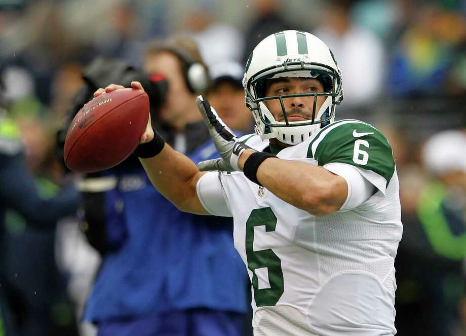 New York Jets quarterback Mark Sanchez warms up on the field before an NFL football game against the Seattle Seahawks, Sunday, Nov. 11, 2012, in Seattle. Photo: AP