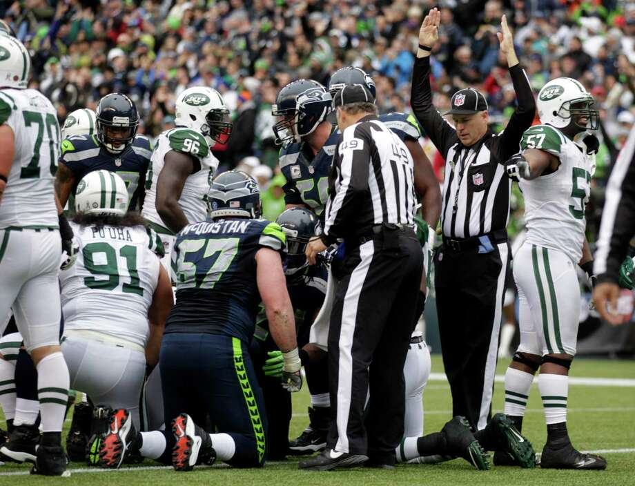 Officials signal a touchdown by Seattle Seahawks' Marshawn Lynch in the first half of an NFL football game against the New York Jets, Sunday, Nov. 11, 2012, in Seattle. Photo: AP
