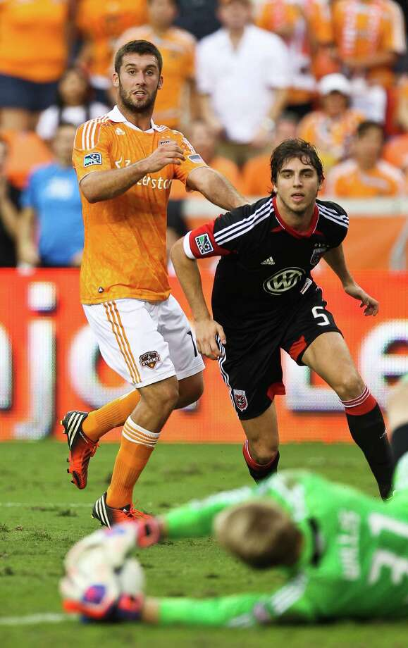 Houston Dynamo forward Will Bruin, left, watches D.C. United goal keeper Joe Willis get hold of one of his shots during the first half of a MLS playoff game , Sunday, Nov. 11, 2012,  in BBVA Compass Stadium in Houston. Photo: Nick De La Torre, Houston Chronicle / © 2012  Houston Chronicle
