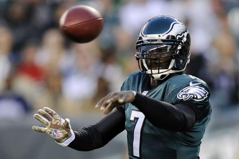 Philadelphia Eagles quarterback Michael Vick passes in the first half of an NFL football game against the Dallas Cowboys, Sunday, Nov. 11, 2012, in Philadelphia. (AP Photo/Michael Perez) (Associated Press)