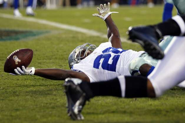 Dallas Cowboys running back Felix Jones reacts after scoring a touchdown in the first half of an NFL football game against the Philadelphia Eagles, Sunday, Nov. 11, 2012, in Philadelphia. (AP Photo/Julio Cortez) (Associated Press)