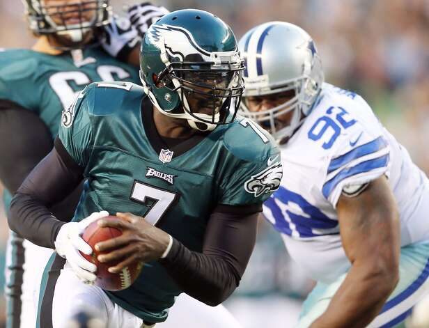 Michael Vick #7 of the Philadelphia Eagles carries the ball as  Josh Brent #92 of the Dallas Cowboys defends on November 11, 2012 at Lincoln Financial Field in Philadelphia, Pennsylvania.  (Photo by Elsa/Getty Images) (Getty Images)