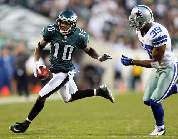 DeSean Jackson #10 of the Philadelphia Eagles carries the ball as Brandon Carr #39 of the Dallas Cowboys defends on November 11, 2012 at Lincoln Financial Field in Philadelphia, Pennsylvania.  (Photo by Elsa/Getty Images) (Getty Images)