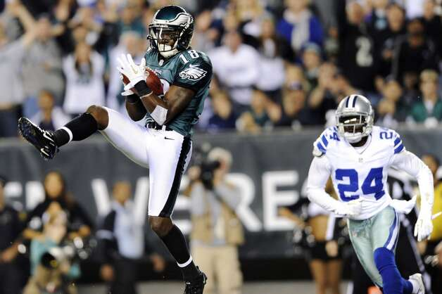 Philadelphia Eagles wide receiver Jeremy Maclin, left, pulls in a touchdown pass as Dallas Cowboys cornerback Morris Claiborne defends in the second half of an NFL football game, Sunday, Nov. 11, 2012, in Philadelphia. (AP Photo/Michael Perez) (Associated Press)