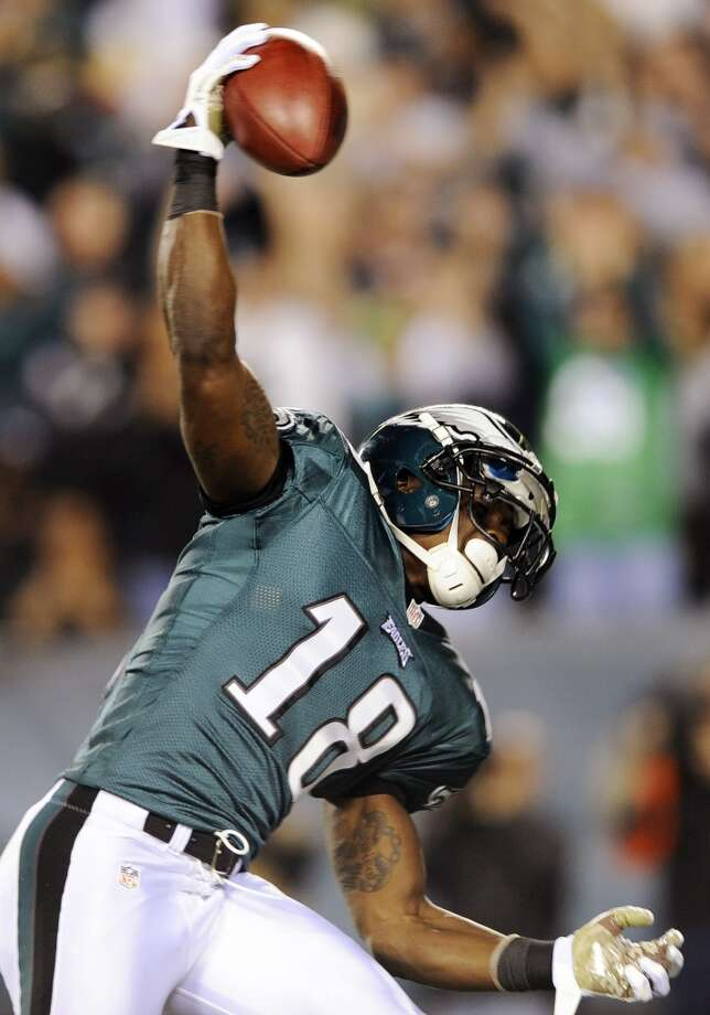 Philadelphia Eagles wide receiver Jeremy Maclin celebrates after scoring a touchdown on a reception in the second half of an NFL football game against the Dallas Cowboys, Sunday, Nov. 11, 2012, in Philadelphia. (AP Photo/Michael Perez) (Associated Press)