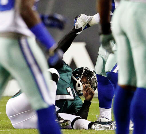 Philadelphia Eagles quarterback Michael Vick is helped up by a Dallas Cowboys player after being hit during the second quarter of an NFL football game, Sunday, Nov. 11, 2012, in Philadelphia. Vick left the game with a concussion after the play. (AP Photo/The Philadelphia Inquirer, Ron Cortes)  PHIX OUT; TV OUT; MAGS OUT; NEWARK OUT Photo: Ron Cortes, Associated Press / The Philadelphia Inquirer