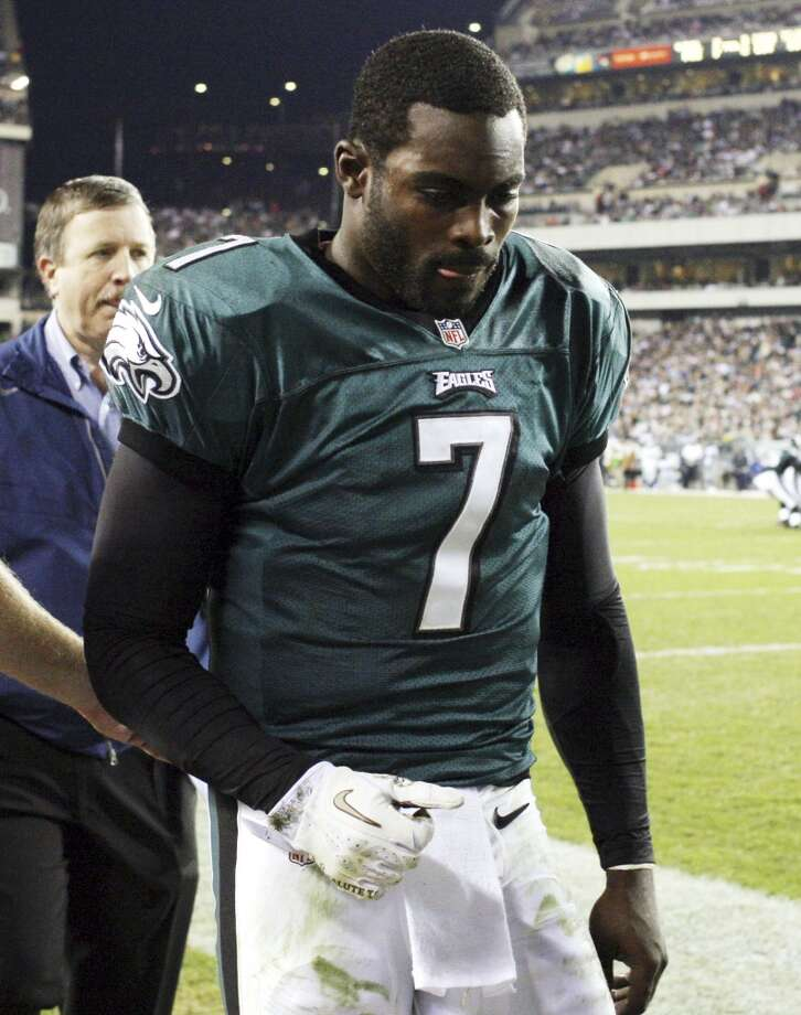Philadelphia Eagles quarterback Michael Vick leaves the field after suffering a concussion during the second quarter of an NFL football game against the Dallas Cowboys, Sunday, Nov. 11, 2012, in Philadelphia. (AP Photo/Philadelphia Daily News, Yong Kim)  THE EVENING BULLETIN OUT, TV OUT; MAGS OUT; NO SALES (Associated Press)