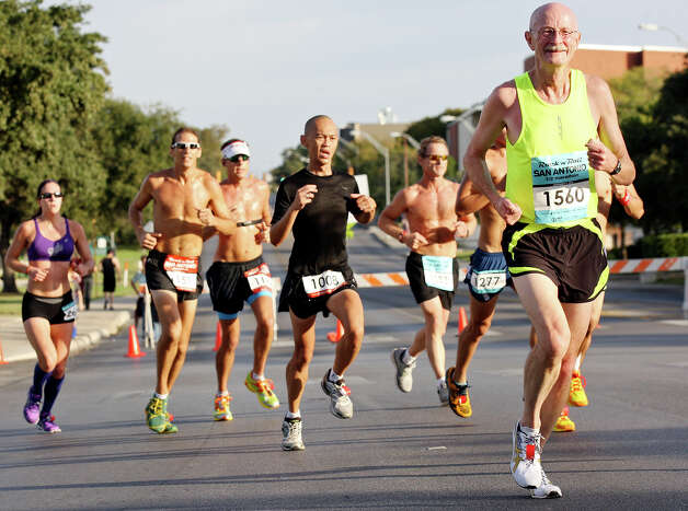 Doug Pautz (right) and others run the Rock 'n' Roll San Antonio Marathon and 1/2 Marathon Sunday Nov. 11, 2012.  Pautz's half marathon time was 1:29:17. Photo: Edward A. Ornelas, San Antonio Express-News / © 2012 San Antonio Express-News
