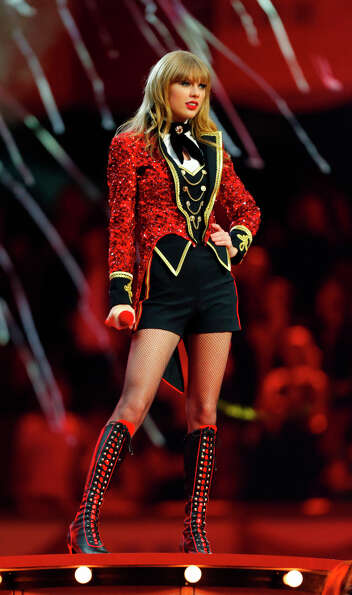U.S. singer Taylor Swift was one of the big winners of the 2012 MTV European Music Awards. She won B