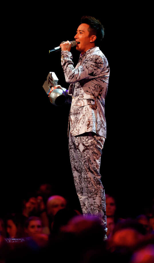 Chinese singer Han Geng holds the award as Best Worldwide Act during the 2012 MTV European Music Awards show at the Festhalle in Frankfurt, central Germany, Sunday, Nov. 11, 2012. Photo: Michael Probst, Associated Press / AP