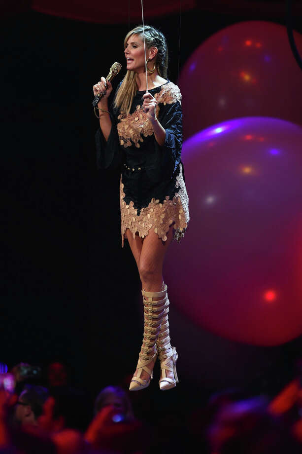 Presenter Heidi Klum onstage during the MTV EMA's 2012 at Festhalle Frankfurt on November 11, 2012 in Frankfurt am Main, Germany. Photo: Andreas Rentz, Getty Images For MTV / 2012 Getty Images